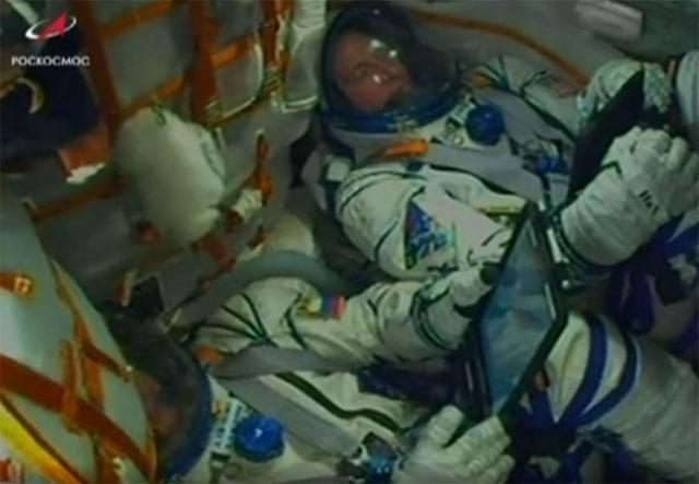 Posada Sojuza:Aleksej Ovčinjin i Nik Hejl Foto: NASA/printskrin