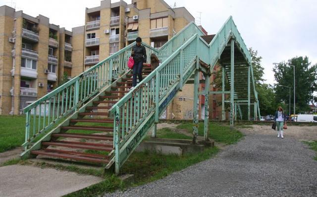 Stari metalni most preko pruge nedovoljan Foto:Dnevnik.rs/ arhiva