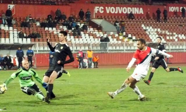 Proleter Cukaricki Covic sutira na gol Cukarickog/D. Ivanic