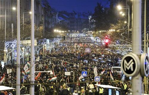 Hiljade u Budimpešti protestuju protiv Orbanove vlade AP foto - Balazs Mohai/MTI via AP