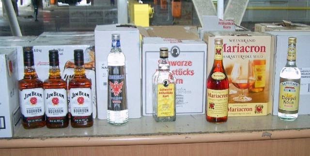 Zaplenjen alkohol  Foto: Foto Tanjug/Uprava carina Republike Srbije