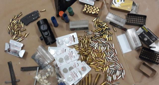 U automobilu pronađene puške i municija Foto: MUP Srbije