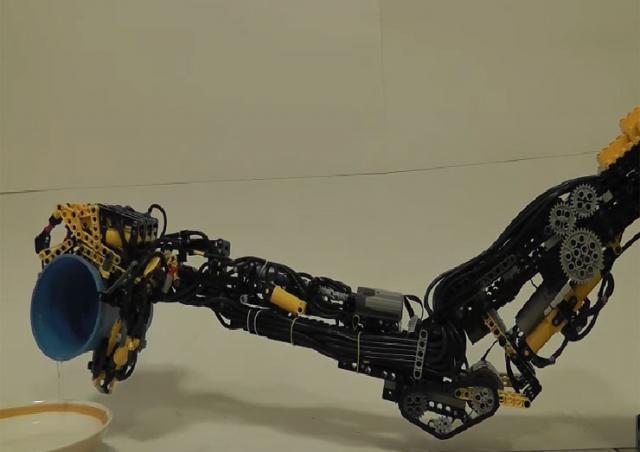 Robotska ruka od Lego kocki Foto: Youtube/printscreen