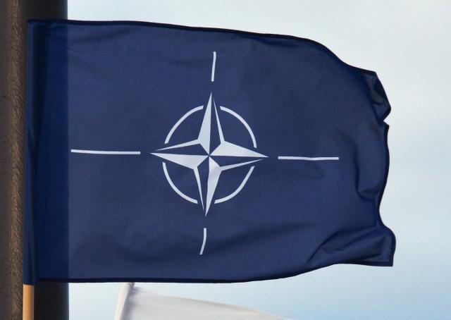 zastava nato, twitter