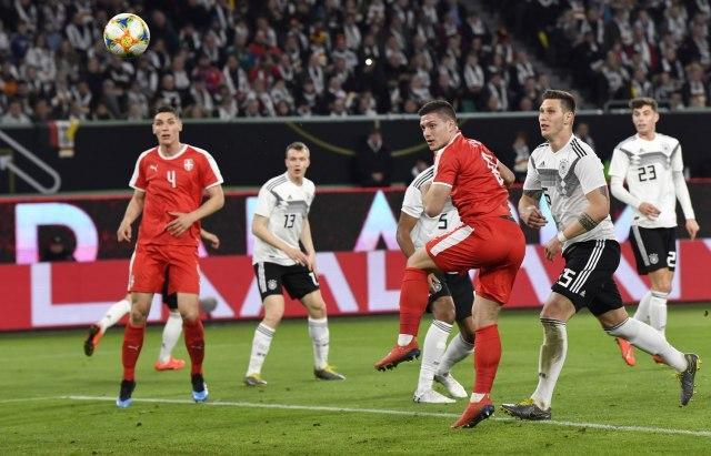 Jović postiže gol za Srbiju Foto: Tanjug/AP Photo/Martin Meissner