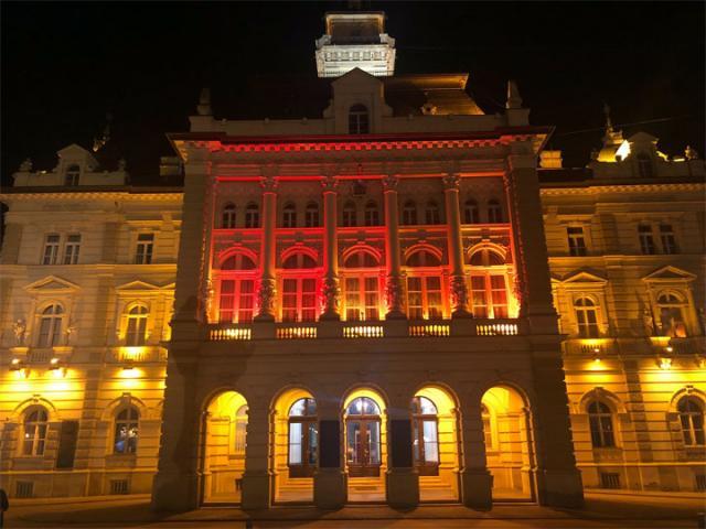 Gradska kuca crvena svetla/Radivoj Hadzic