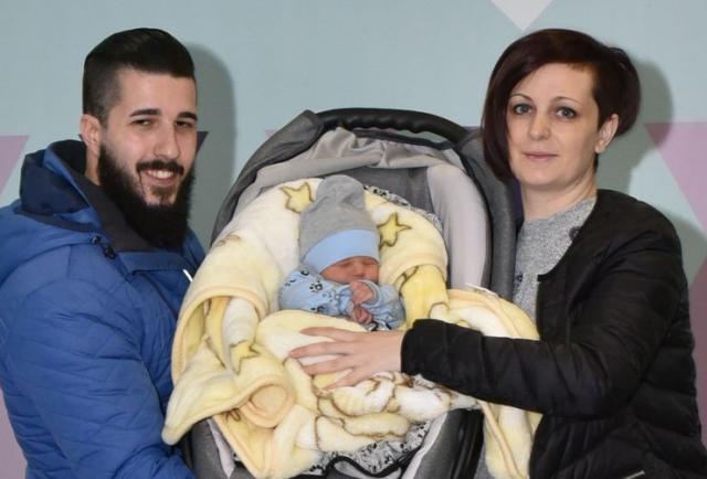 Срђан и Ивана Радосављевић са сином Дамјаном Фото: приватна архива
