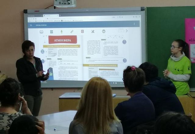"""Predavanje o korišćenju digitalnih udžbenika u Osnovnoj školi """"23. oktobar"""" u Sr. Karlovcima Foto: Dnevnik.rs"""