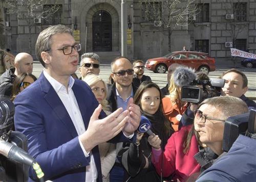 Vučić  sa građanima zaduženim u svajcarskim francima Foto: Tanjug