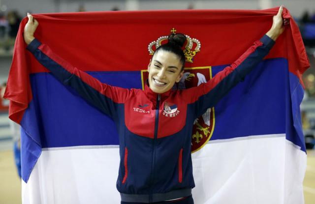 Ivana Spanovic sa zastavom Srbije/Fonet/AP