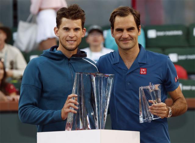 Tim Dominik i Rodzer Federer/EPA/JOHN G. MABANGLO