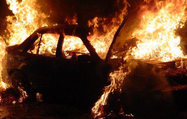 zapaljen auto, freeimages
