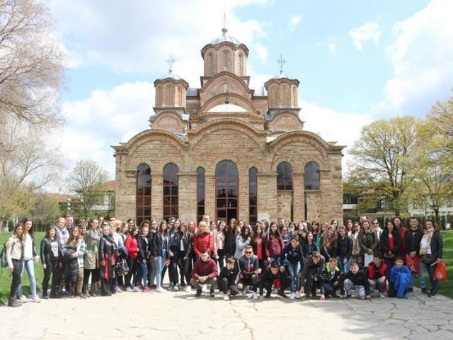 Gosti  i domaćini ispred manastira Gračanica Foto: A. Jovanović