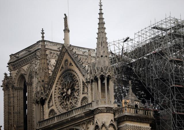 Katedrala Notr Dam posle požara  Foto: AP Photo/Christophe Enaa