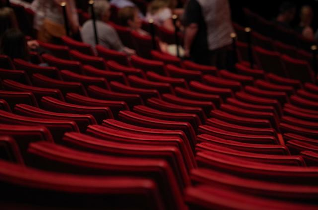 pozoriste publika sedista pixa