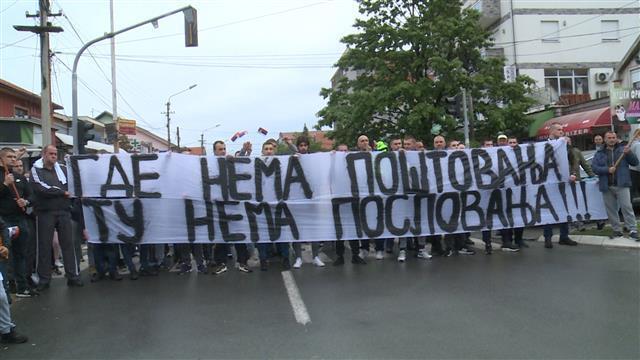 Protest ispred pekare Roma u Borči Foto: Tanjug/video