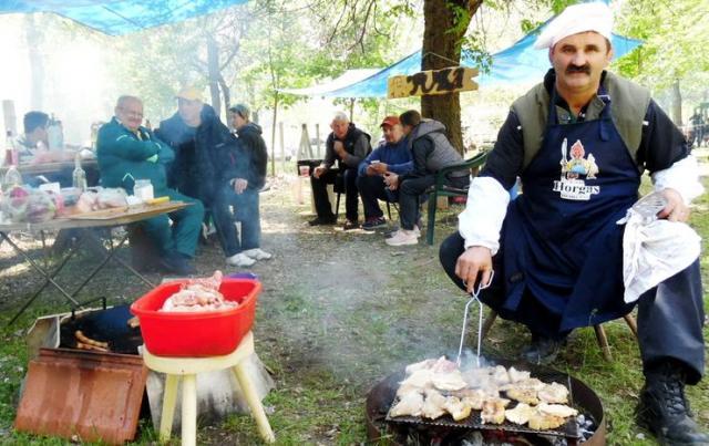 Roštiljanje kraj Tise i na salašima Foto: M. Mitrović