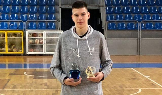 Balsa Radonjic s MVP trofejom/Privatna arhiva
