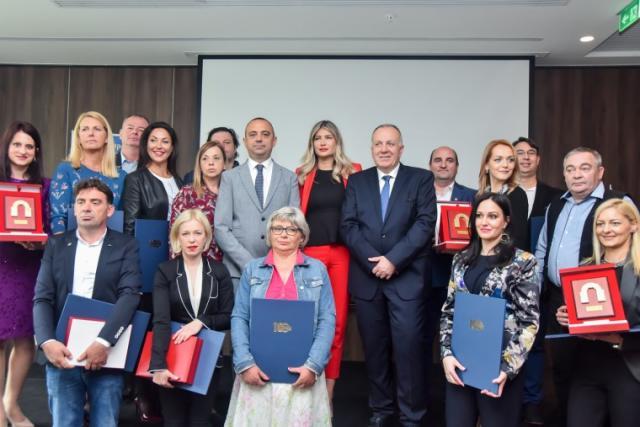 "Laureati nagrade ""Kapija uspeha"" Foto: Pokrajinska vlada"