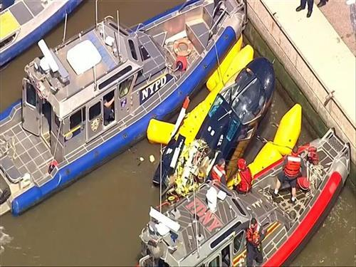 Srušio se helikopter u reku Hadson Foto: WABC-TV via AP