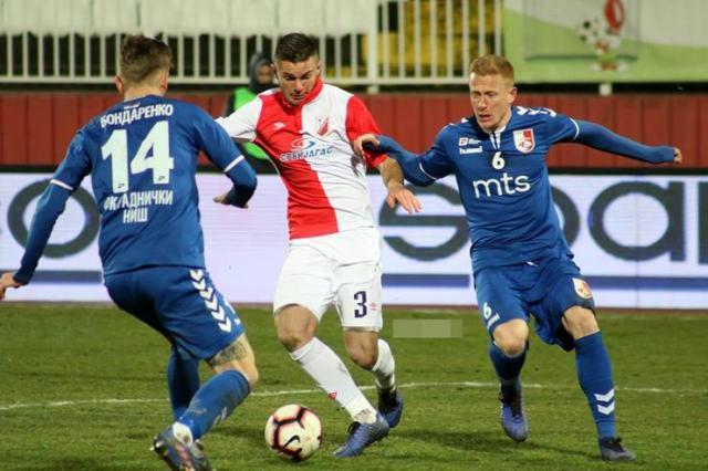 Mladen Devetak u duelu sa Bondarenkom i Pankovom iz Radničkog Foto: J. Grlić