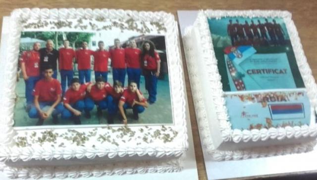 Torta za doček, sa slikom malih vatrogasaca Foto: DVD Novi Kneževac