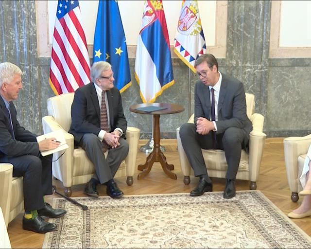 Predsednik Srbije Aleksandar Vučić razgovarao je danas sa Dejvidom Vujićem Foto: Tanjug/video