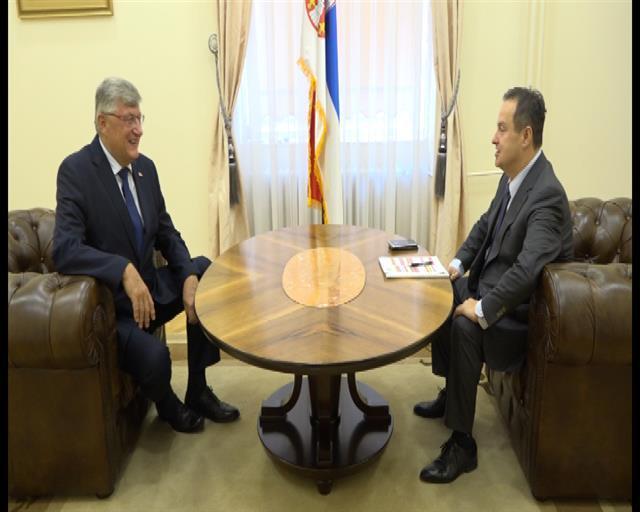 Dačić sa  ambasadorom Srbije u Portugalu Oliverom Antićem Foto: Tanjug/video