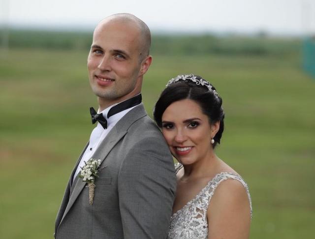 Posle građanskog venčanja sledi crkveno: Ivan i Karena Foto: privatna rahiva