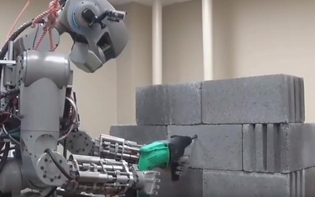 humanoidni robot fedor, YT printscreen