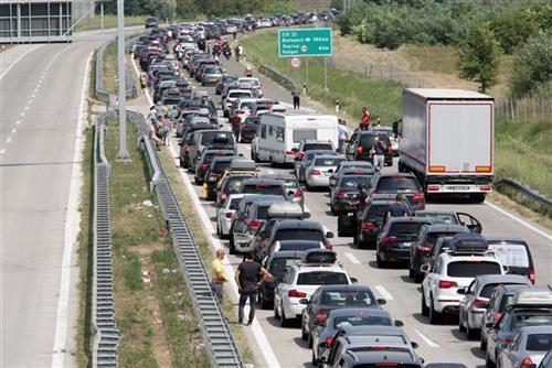 Gužva na prelazu Horgoš Foto: Tanjug/video