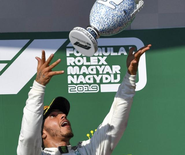 Hamilton pobednik VN Mađarske Foto: Zsolt Czegledi/MTI via AP