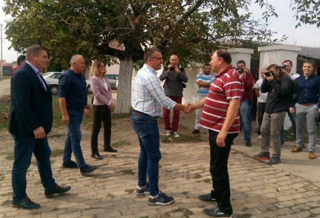 Ministar Branislav Nedimović s proizvođačima u Elemiru Foto: Grad Zrenjanin