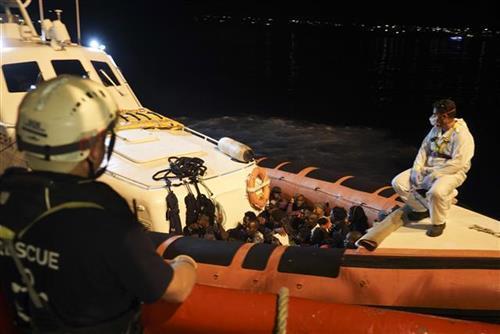 Potonuo brod sa migrantima kod Tunisa Foto: AP Photo/Renata Brito