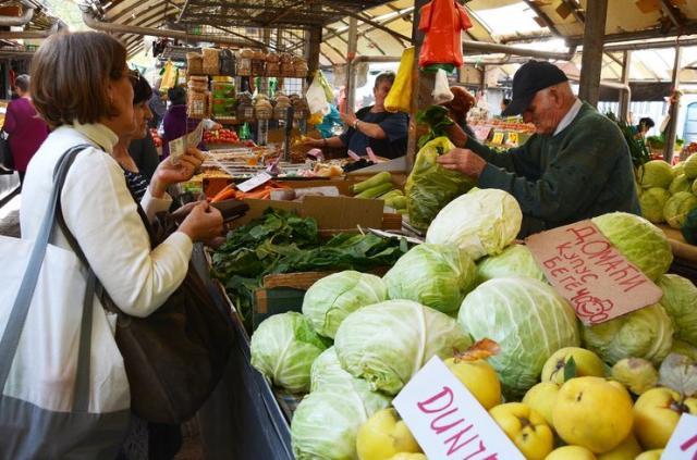 Između pijace i marketa, Novosađani jednoglasno biraju pijacu Foto: V. Fifa