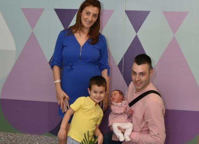 Mama Jelena, bata Stefan, tata Nikola i mala Nevena Matin Foto: privatna arhiva