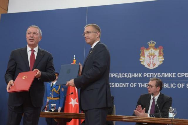 Мinistar unutrašnjih poslova Nebojsa Stefanovic i ministar nacionalne odbrane Hulusi Alkar Фото: Танјуг/ Dragan Kujundzic
