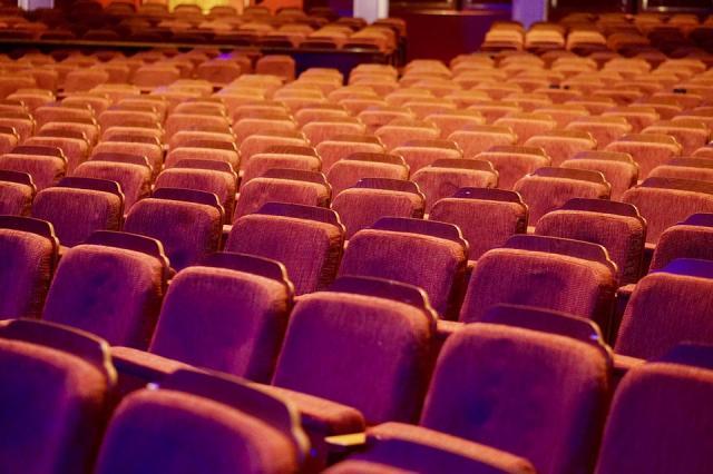 pozoriste publika sedista pixabay