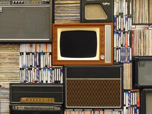 tv, muzika, knjige, film, umetnost, pixabay