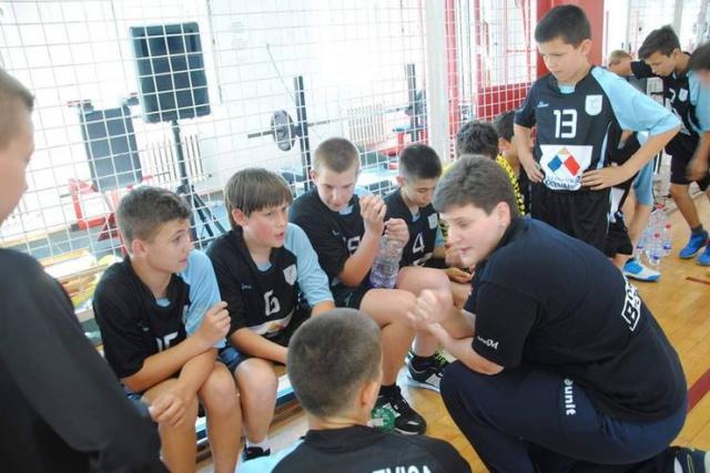 Milka Nešić uči rukometu prigrevačke devojčice i dečake Foto: privatna arhiva