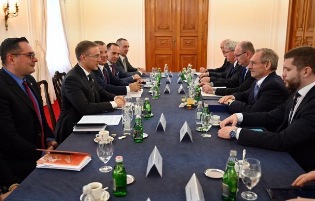 Sastanak ministra unutrašnjih poslova dr Nebojše Stefanović i ministra unutrašnjih poslova Mađarske Šandora Pintera u Novom Sadu Foto: MUP Srbije