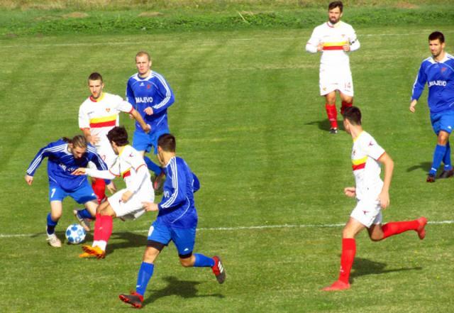 Л. Киш/ Моменат са утакмице у Змајеву