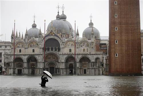 Venecija pod vodom Foto AP/L.Bruno