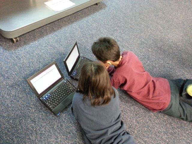 Gotovo polovina dece nije obučena za korišćenje interneta i društvenih mreža Foto Tanjug / Max Pixel, ilustracija