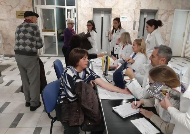 Doktori Instituta za javno zdravlje Vojvodine pregledali pacijente foto: V. Bijelić