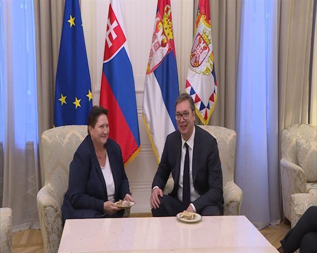 Aleksandar Vučić primio je danas u oproštajnu posetu ambasadorku Slovačke Dagmar Repčekovu Foto: Tanjug/video