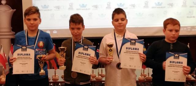 Победници у групи дечака до 12 година (Лука Ристић трећи слева)