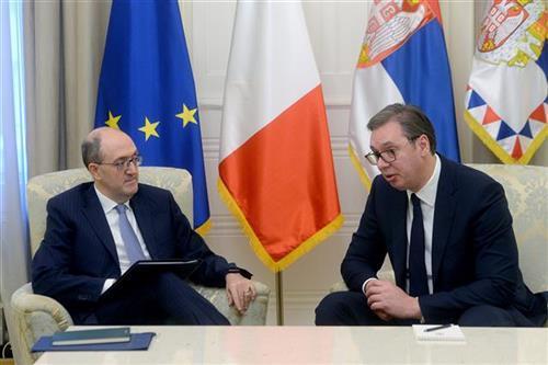 Vučić sa ambasadorom Italije, Karlom Lo Kašom Foto: Tanjug/video