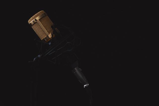 muzika nastup scena mikrofon pixabay