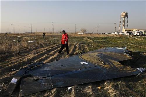Ostaci ukrajinskog aviona koji se srušio u Teheranu Foto: AP Photo/Ebrahim Noroozi